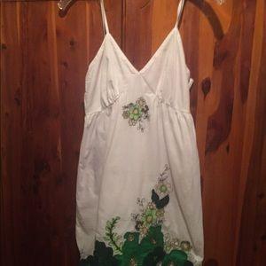White mini sundress with Appliqué ,Pretty!!!🔥🔥